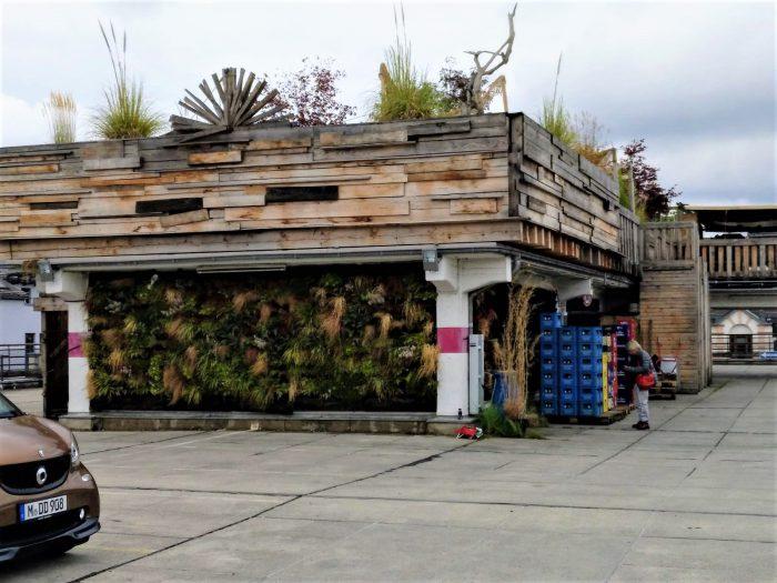 Rooftop garden auf Parkhaus in München